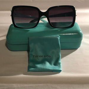 Tiffany & Co. Accessories - Tiffany & Co. Victoria TF Sunglasses with case